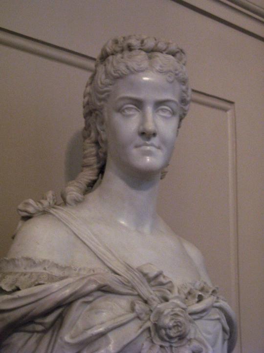 Statue de Adelina Patti dans l'escalier du Royal Opera House, à Londres. Elle était une chanteuse star de cet opéra au XIXe siècle