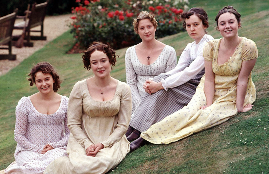 Costumes des soeurs Bennet dans la série télé de la BBC. À l'époque de la Régence, les robes de jour ont des manches longues, des couleurs claires et des petits motifs.