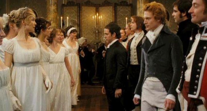 Scène de bal privé de Netherfield, dans le film Orgueil et préjugés de Joe Wright, sorti en 2005