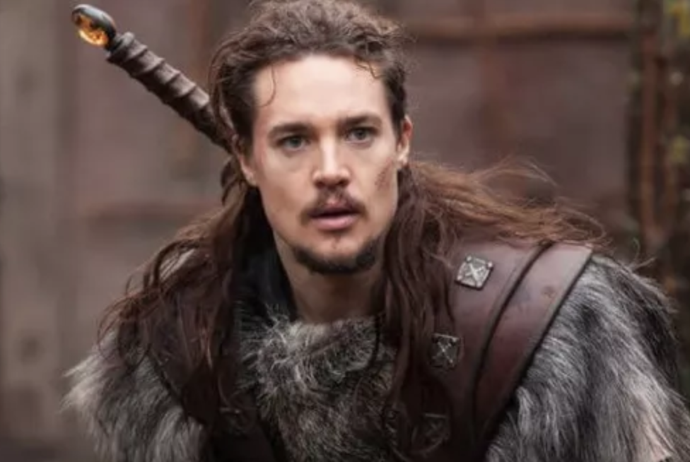 Uthred, dans la série The last Kindom (Alexander Dreymon)