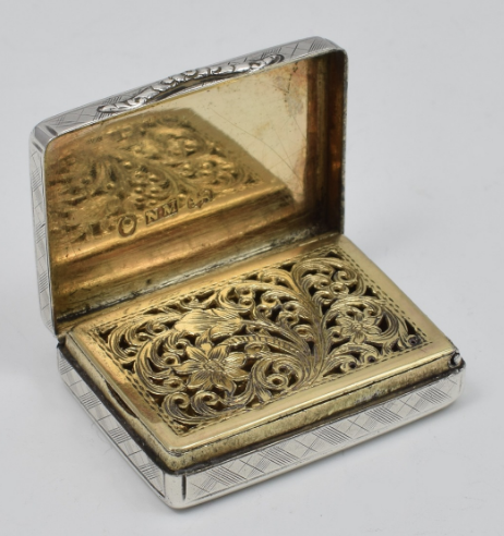 La vinaigrette en argent est une boîte de parfum de l'époque Régence ou victorienne