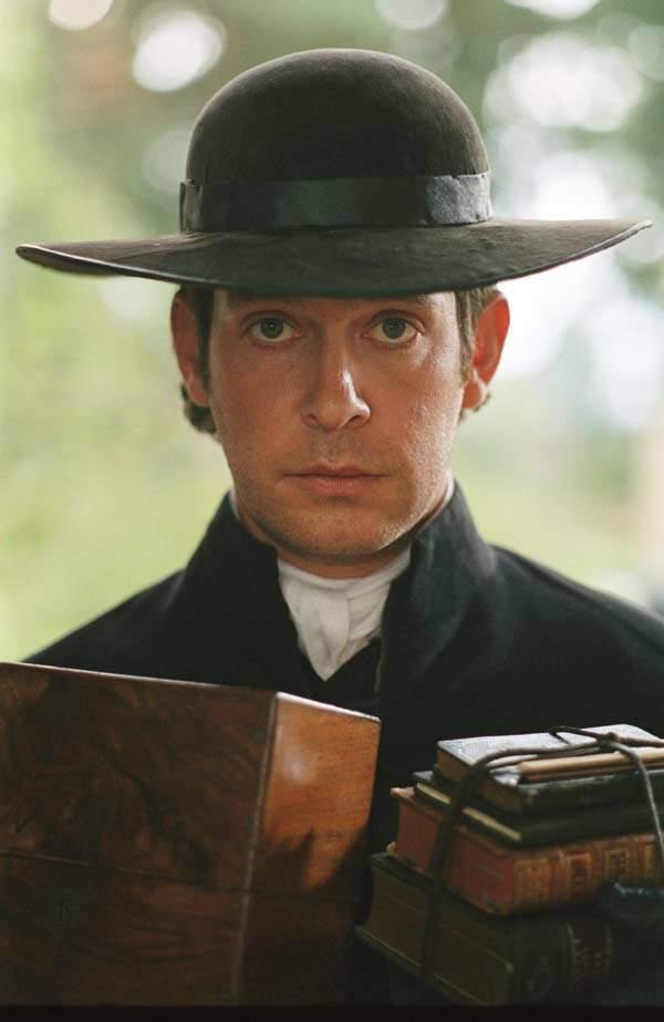 Tom Hollander dans le rôle de Mr. Collins, un pasteur