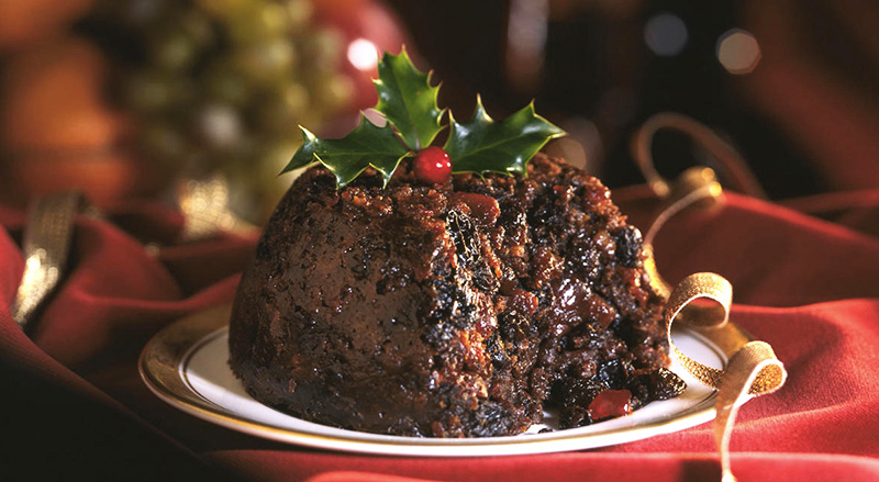 Le plum pudding est un gâteau traditionnel de Noël au Royaume-Uni