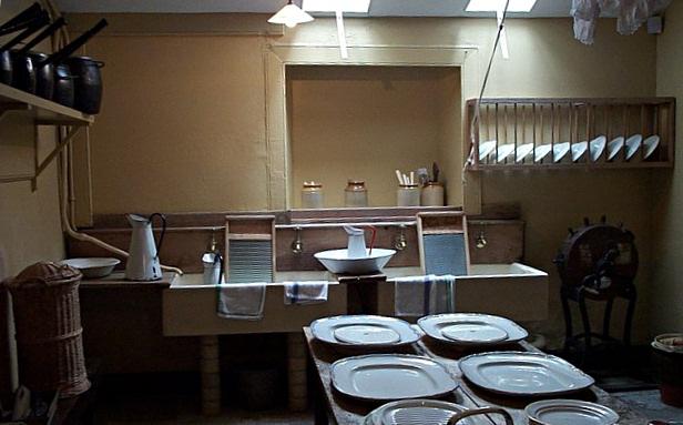 Arrière-cuisine de Brodick Castle (Écosse) à la fin du XIXème siècle