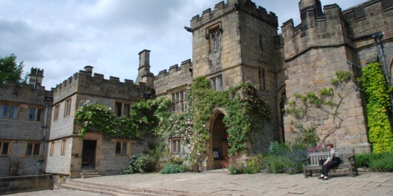 """Manoir de Haddon Hall, plusieurs fois utilisé comme lieu de tournage pour représenter Thornfield dans """"Jane Eyre"""""""