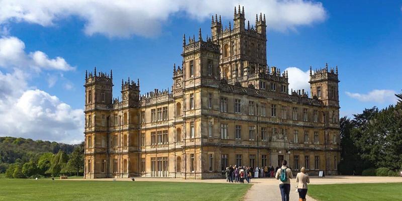 """Manoir de Highclere Castle, utilisé comme lieu de tournage pour la série """"Downton Abbey"""""""