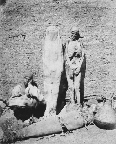 Photo d'un vendeur de momies, prise par Félix Bonfils (1875)