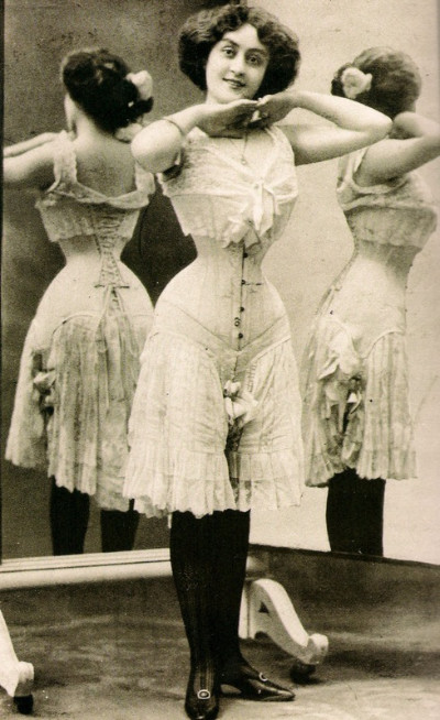 Corset des années 1900
